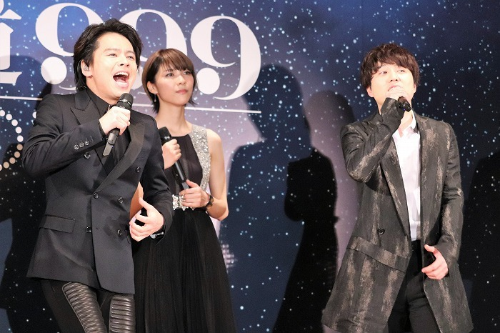 舞台版主題歌を熱唱する中川晃教、入野自由