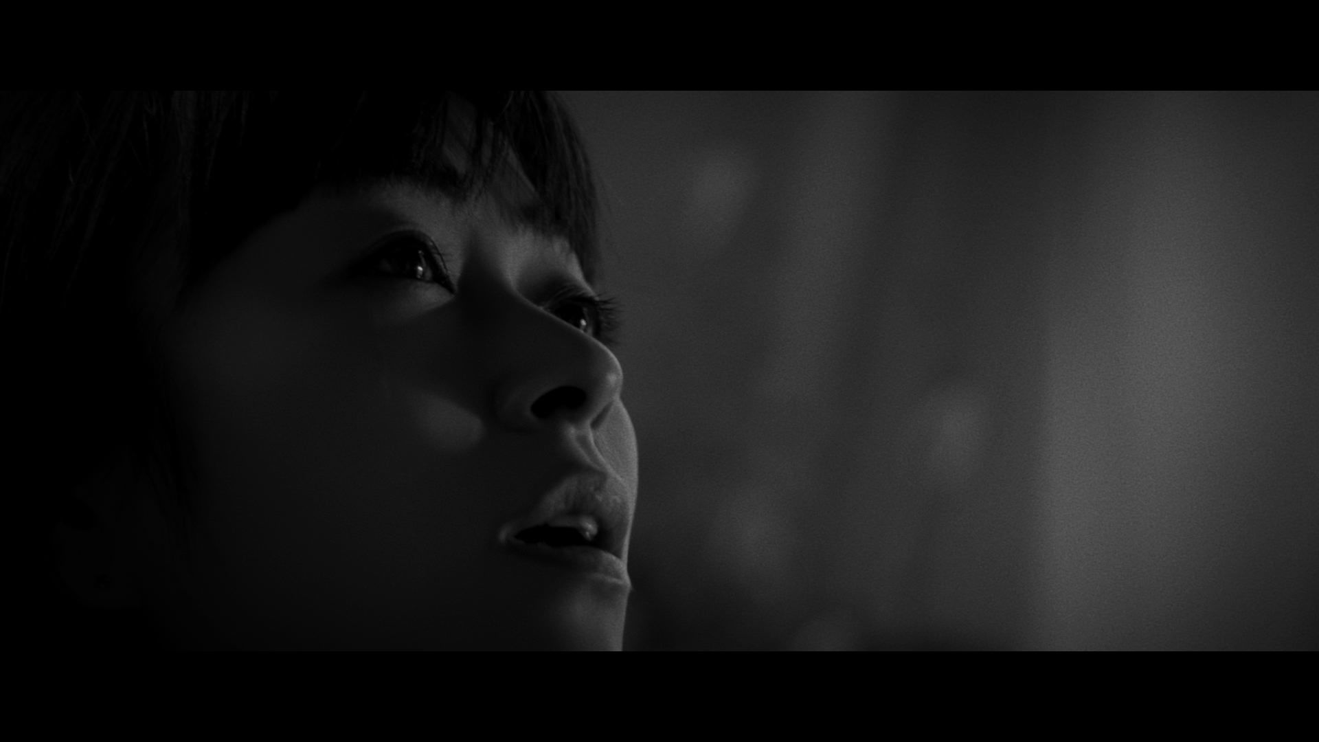 宇多田ヒカル「花束を君に」MVより