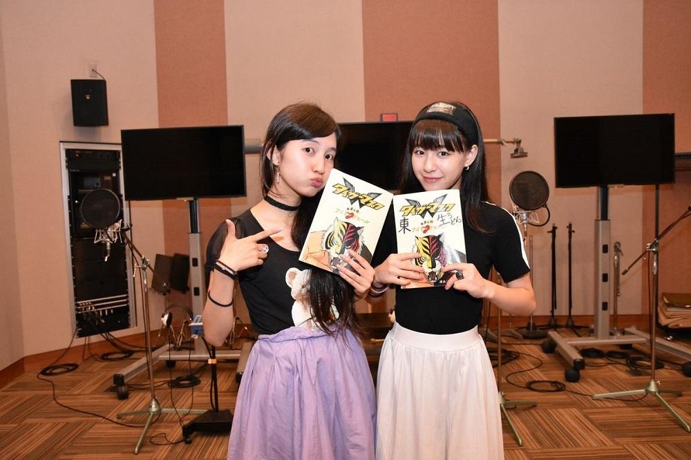 左:西井 万理那(生ハム担当)  右:東 理紗(焼うどん担当)