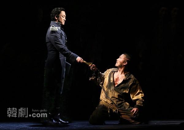 日本版『レ・ミゼラブル』舞台写真より ©Toho Theatrical Div.