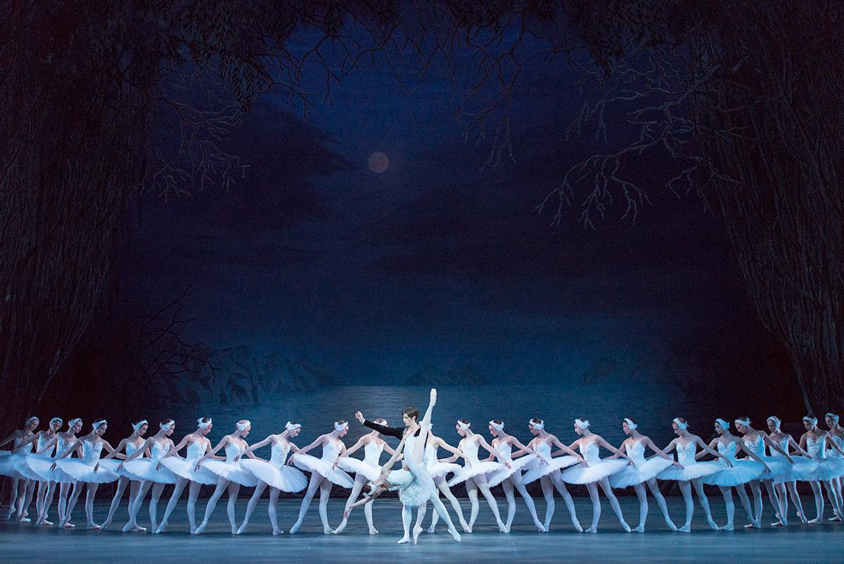 『白鳥の湖』ゲネプロから第1幕の情景の群舞