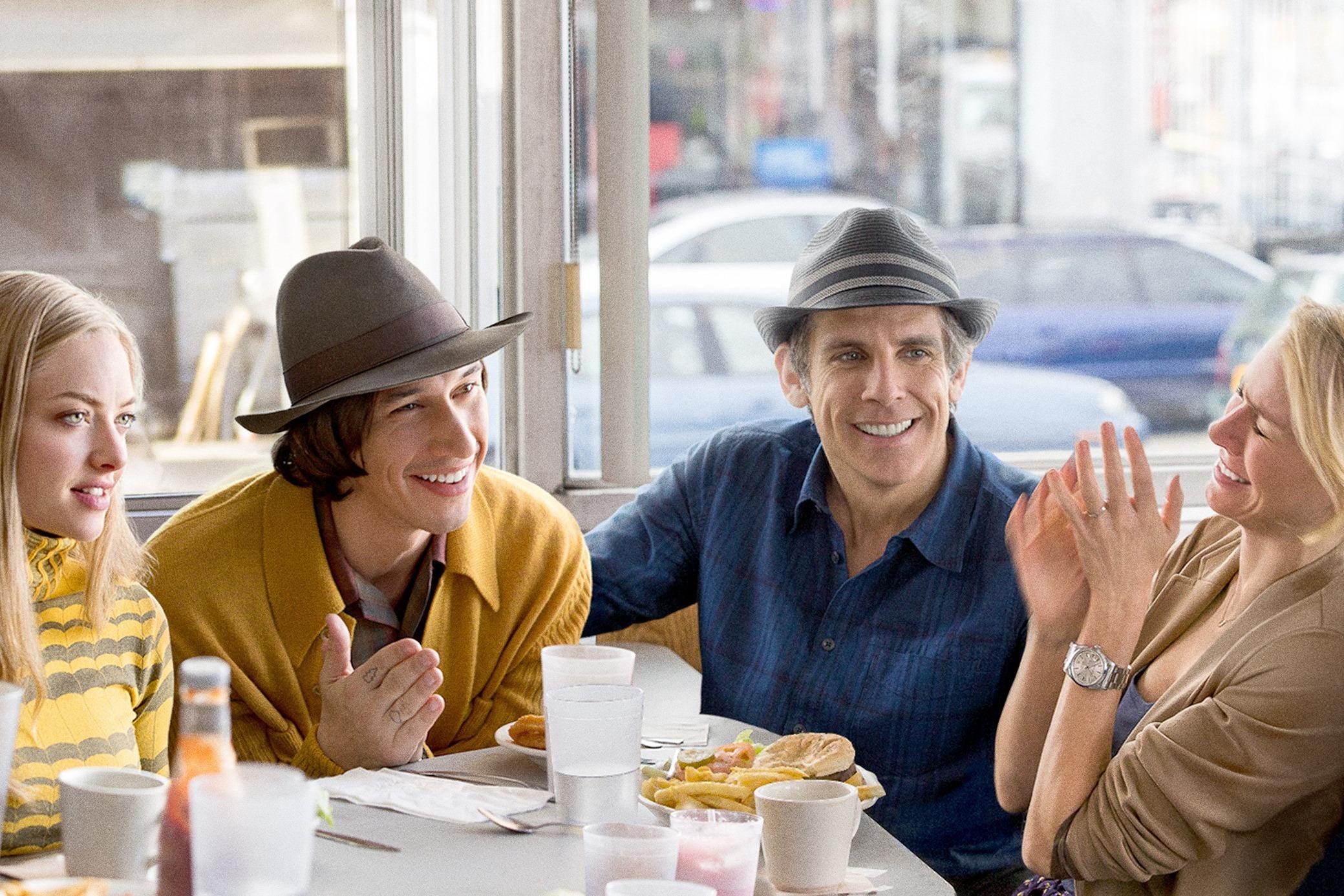 左から アマンダ・サイフリッド、アダム・ドライバー、ベン・スティラー、ナオミ・ワッツ『ヤング・アダルト・ニューヨーク』 © 2014 InterActiveCorp Films, LLC.
