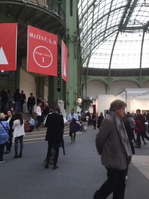 10月下旬にパリで行われたアートフェア。来場者はコレクターよりも一般客が多数。