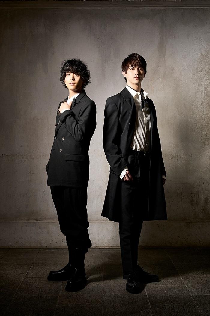 (左から)黒羽麻璃央、甲斐翔真  (C)岡本隆史