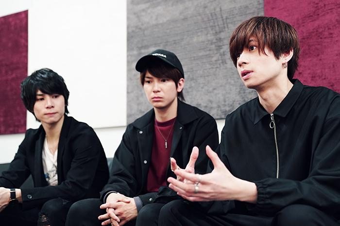 (左から)二葉勇、糸川耀士郎、安井一真