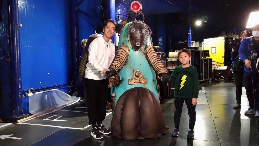 キュリオスロボットの中に入った勘九郎と七之助、勘太郎