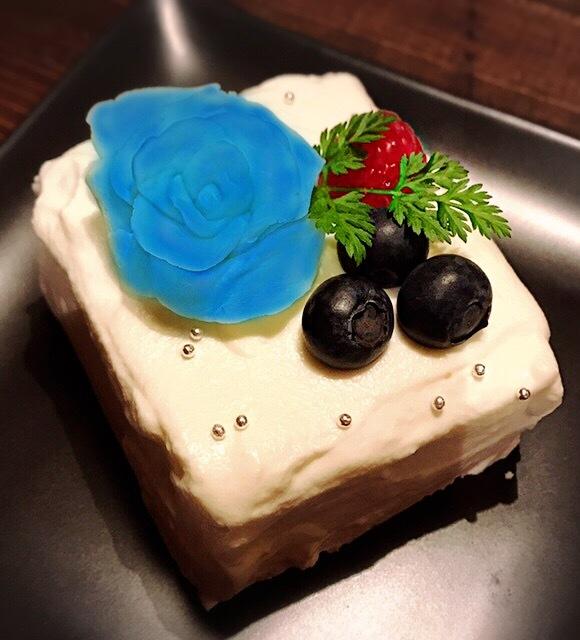 アヴちゃんバースデーケーキ