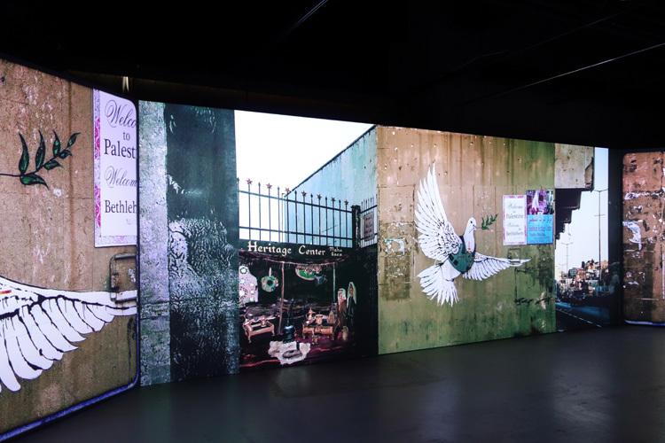 三画面からなる映像空間