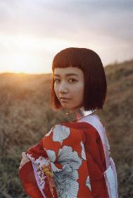 三戸なつめ、1stアルバム『なつめろ』の全貌解禁 新ビジュアルは広大な荒野で撮影