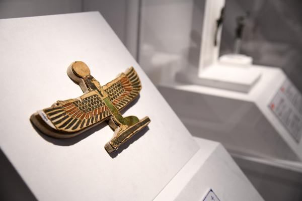 《有翼の女神、おそらくヌウト女神の形のミイラの装飾》 プトレマイオス時代初期、前332〜前246年頃