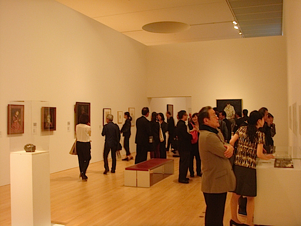 『わたしたちのすがた、いのちのゆくえーこの街の100年と、美術館の20年』の展示風景