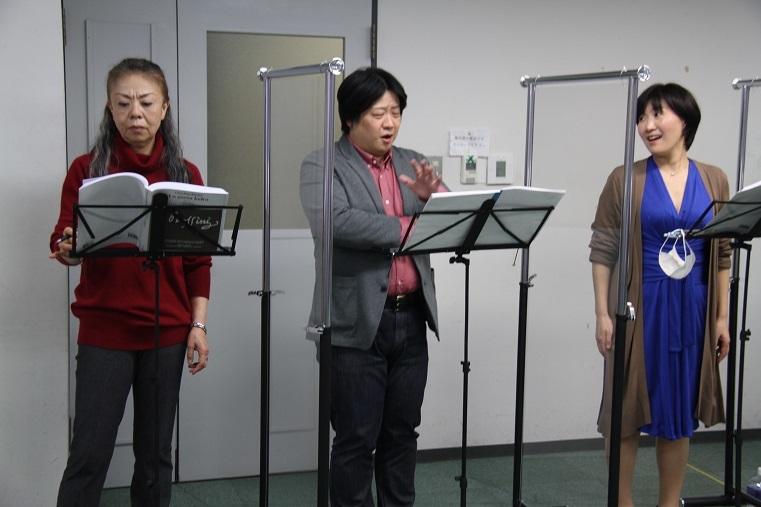 稽古風景:福原寿美枝、青山貴、老田裕子(左より)     (C)H.isojima