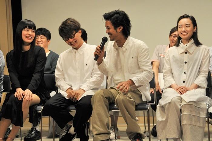 (左から)祷キララ、亀島一徳、金丸慎太郎、日下七海。