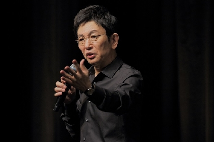 古舘伊知郎がステージでたったひとり、マイク1本で2時間語り続ける伝説のトークライブがWOWOWで放送