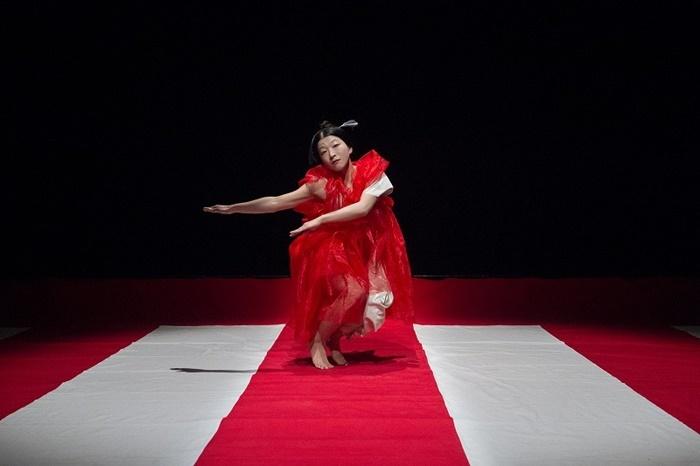 木ノ下歌舞伎舞踊公演『娘道成寺』2017年再演より。 【撮影】東直子