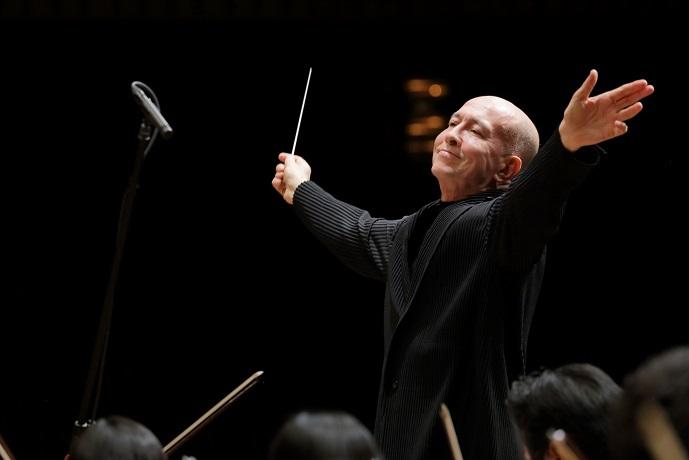前首席指揮者の井上道義との3年間は実り多きものだった (C)飯島隆