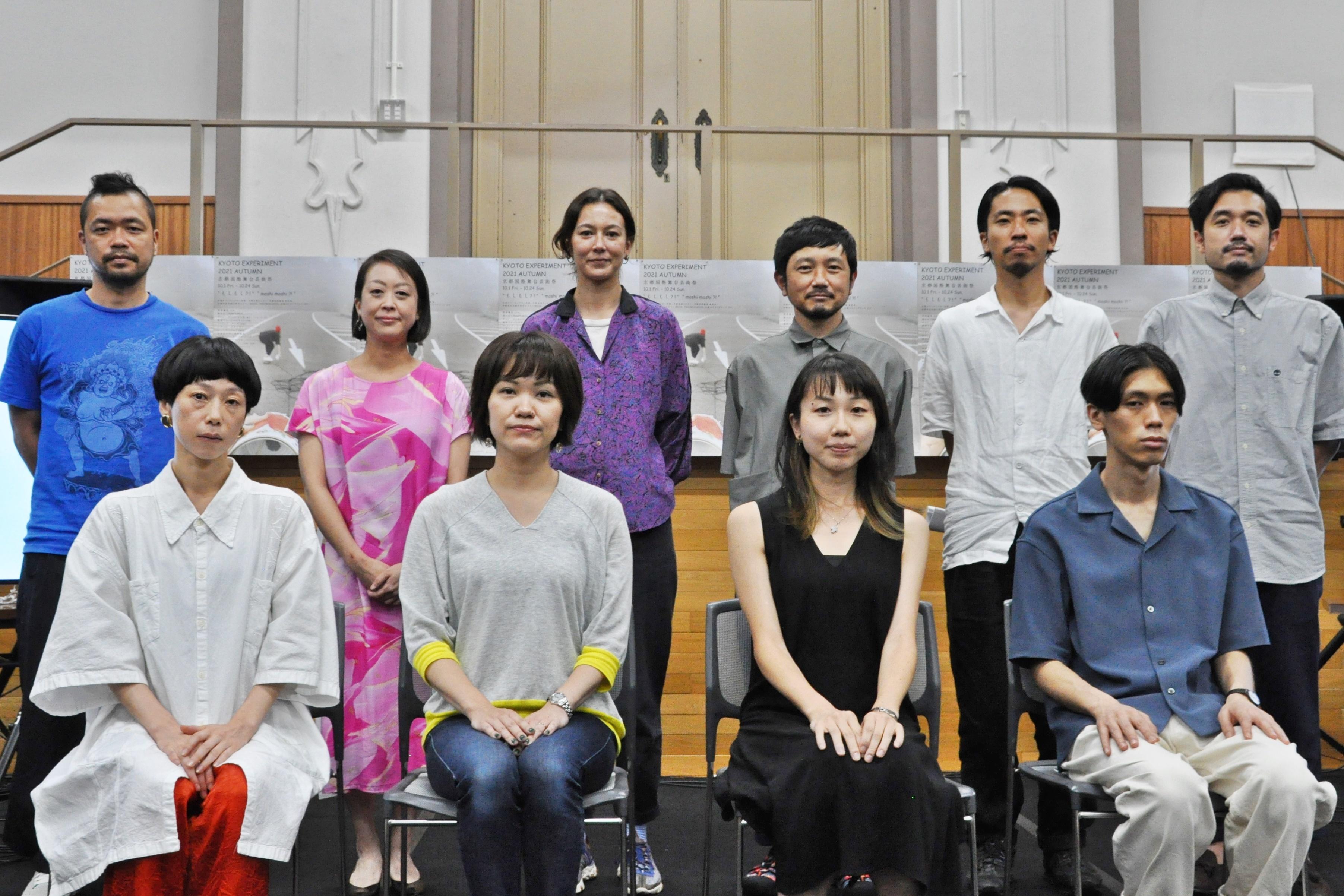 「KYOTO EXPERIMENT 京都国際舞台芸術祭 2021 AUTUMN」記者会見登壇者たち。 [撮影]吉永美和子(人物すべて)