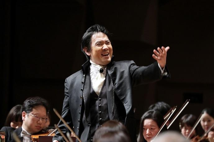 2003年から9年間、第2代音楽監督を務めた大植英次 (C)飯島隆