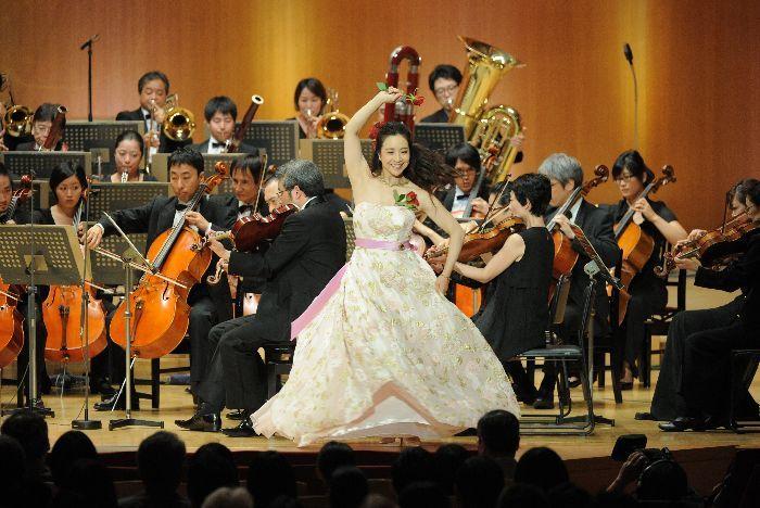 小林沙羅は、まさに「歌い踊るアクトレス」。幅広い活躍が期待される。