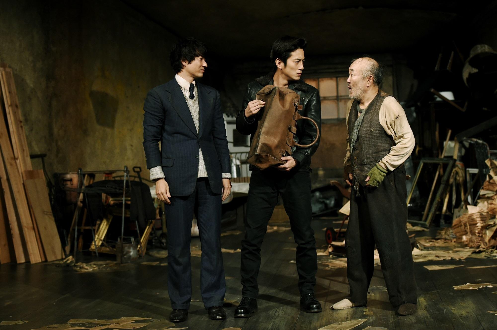 『管理人』(左から)忍成修吾、溝端淳平、温水洋一  撮影=細野晋司