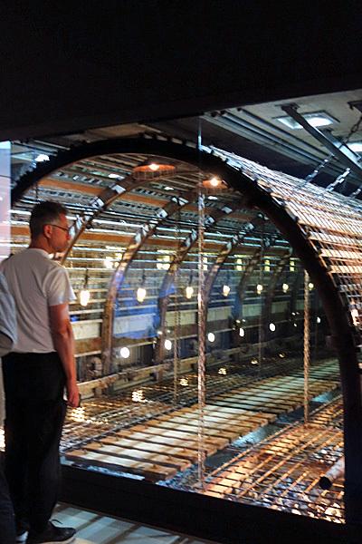 マーク・フスティニアーニ《トンネル》2016  ヨコハマトリエンナーレ2017 展示風景