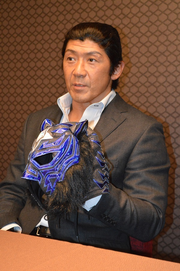 自分がブラック・タイガーJrであると、正体を明かした船木誠勝