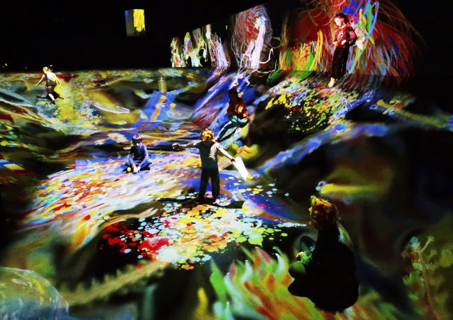グラフィティネイチャー - 山と谷 / Graffiti Nature - Mountains and Valleys  teamLab, 2016-, Interactive Digital Installation