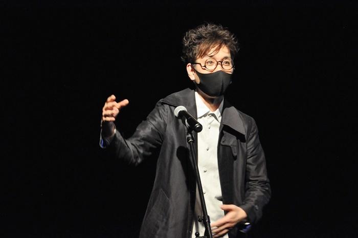 京都大蔵流茂山家の狂言師・茂山千之丞は「童司カンパニー」の公演を2022年1月に開催。「劇場が何百年も根を張るために、僕ら伝統の人間も本気で腰を据えてお付き合いしたい。次回は狂言のWEB配信を考えています」。