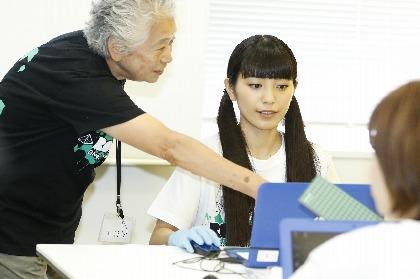 miwaが写真修復ボランティアにサプライズ参加 震災で失われた約400枚を修復し 「皆と一緒に音楽で一つに」