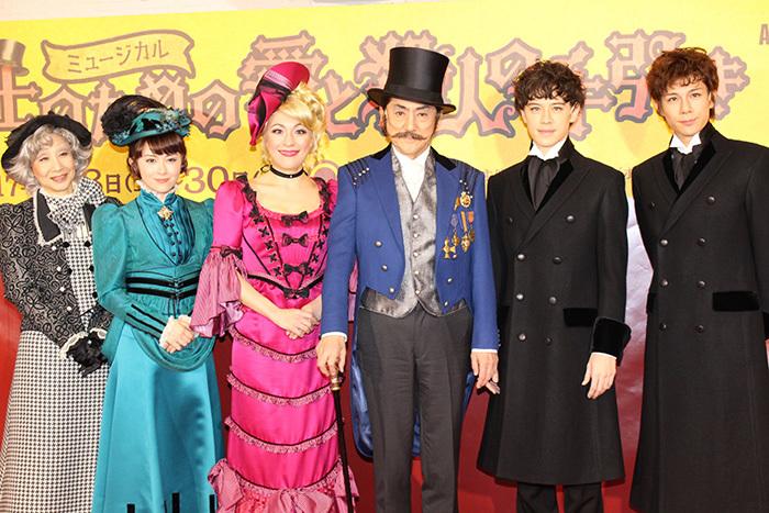 (左から)春風ひとみ、宮澤エマ、シルビア・グラブ、市村正親、ウエンツ瑛士、柿澤勇人