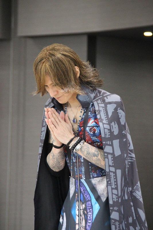 平和を祈るSUGIZO