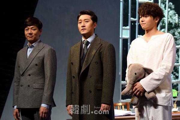 (写真左から)グリーンバーグ医師役のコ・ヨンビン、イ・ソクジュンとマイケル役のパク・ウンソク