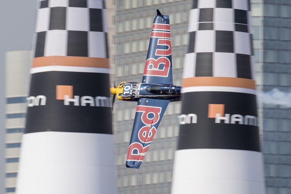 最高時速370km、最大重力加速度12Gという過酷な状況の中で、パイロットたちが飛行タイムを競う © Samo Vidic / Red Bull Content Pool
