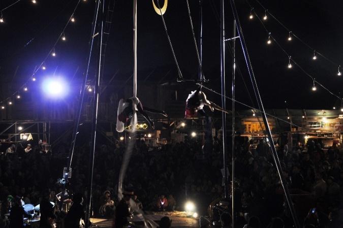 終演後に行われた「クロワッサン・サーカス」のパフォーマンス。 [撮影]吉永美和子