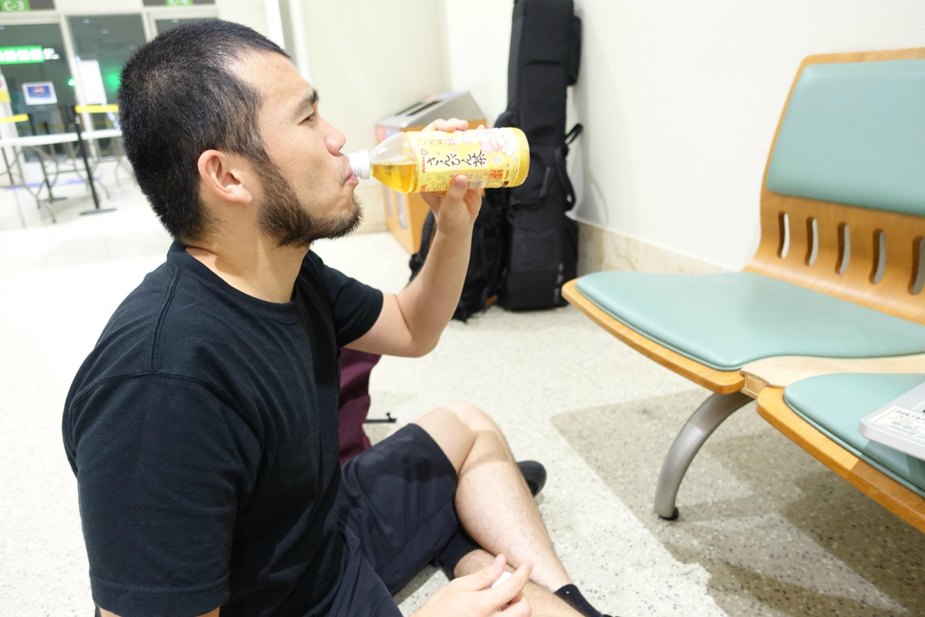 MOROHA  なんと沖縄日帰り。夜中2時40分発の飛行機で羽田へ。
