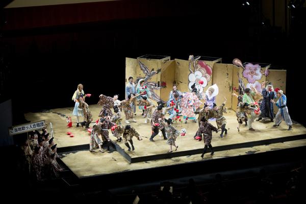 舞台写真 提供:東京芸術劇場 2015年10月22日東京芸術劇場公演より photo:Hikaru.☆