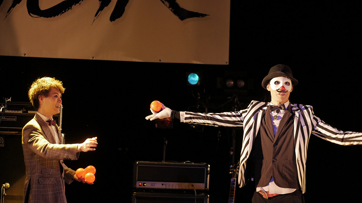 (左から)酒田しんご、WAO!! 撮影=シモムラリュウイチ