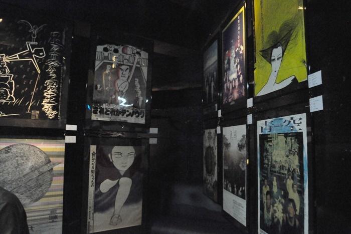会場内に展示されていた、歴代の維新派公演のポスター。