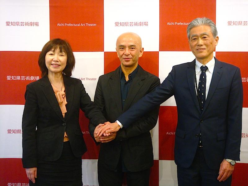 左から・菅沼綾子理事長、勅使川原三郎、丹羽康雄館長