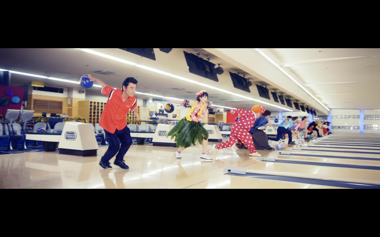 桑田佳祐 & The Pin Boys「レッツゴーボウリング」MVより