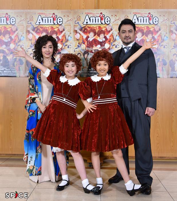 左から早見優、岡菜々子、山﨑玲奈、藤本隆宏(オフィシャル写真)