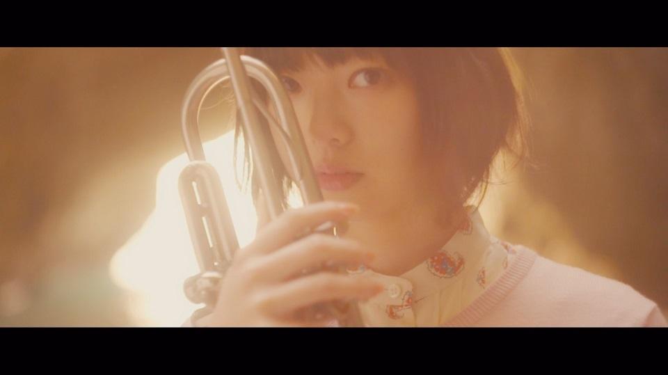 欅坂46 平手友梨奈 「>>> swIming/girrrrrl <<<」より