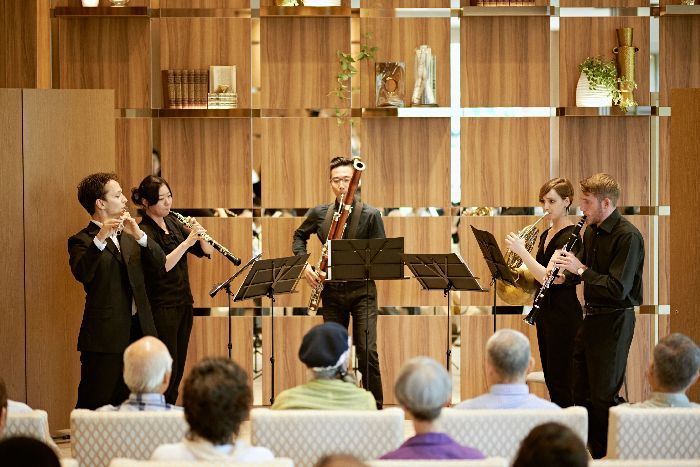 受講生による、無料のロビーコンサート。これは、ホールの近くにある結婚式場での木管五重奏 (c)T.Tairadate