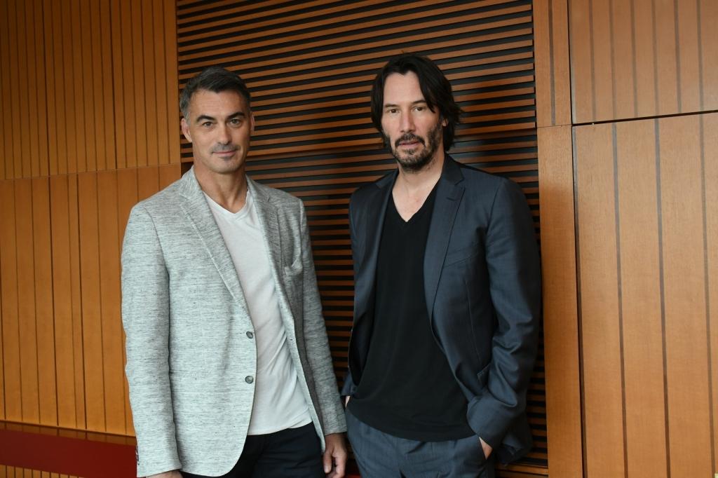 左から、チャド・スタエルスキ監督、キアヌ・リーブス