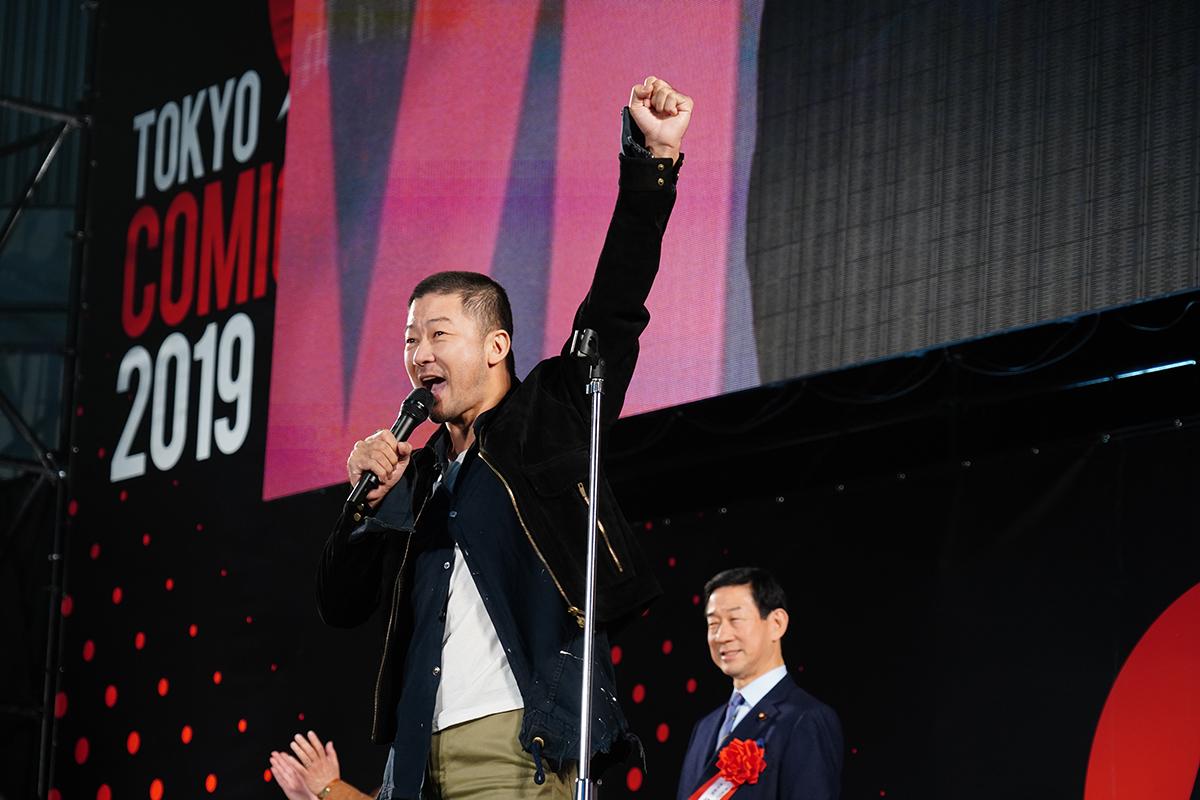 熱気溢れる開会宣言 写真:斉藤直樹