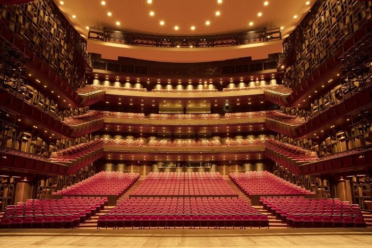 客席数2000席を誇るフェニーチェ堺 大ホール (C)石川拓也