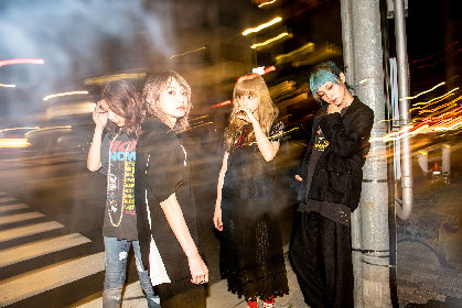 SCANDAL、新曲「Fuzzy」本日配信リリース マザーファッ子が手掛けたミニシネマ風MVも公開