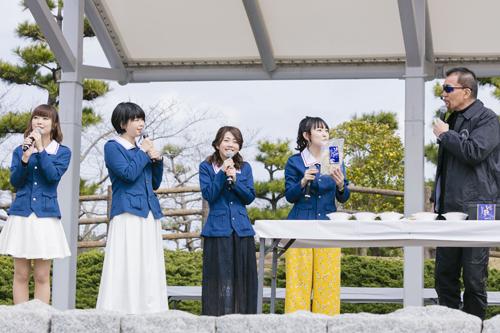 写真左から渕上舞、尾崎真実、福圓美里、小山柚子役・高橋美佳子、蝶野正洋