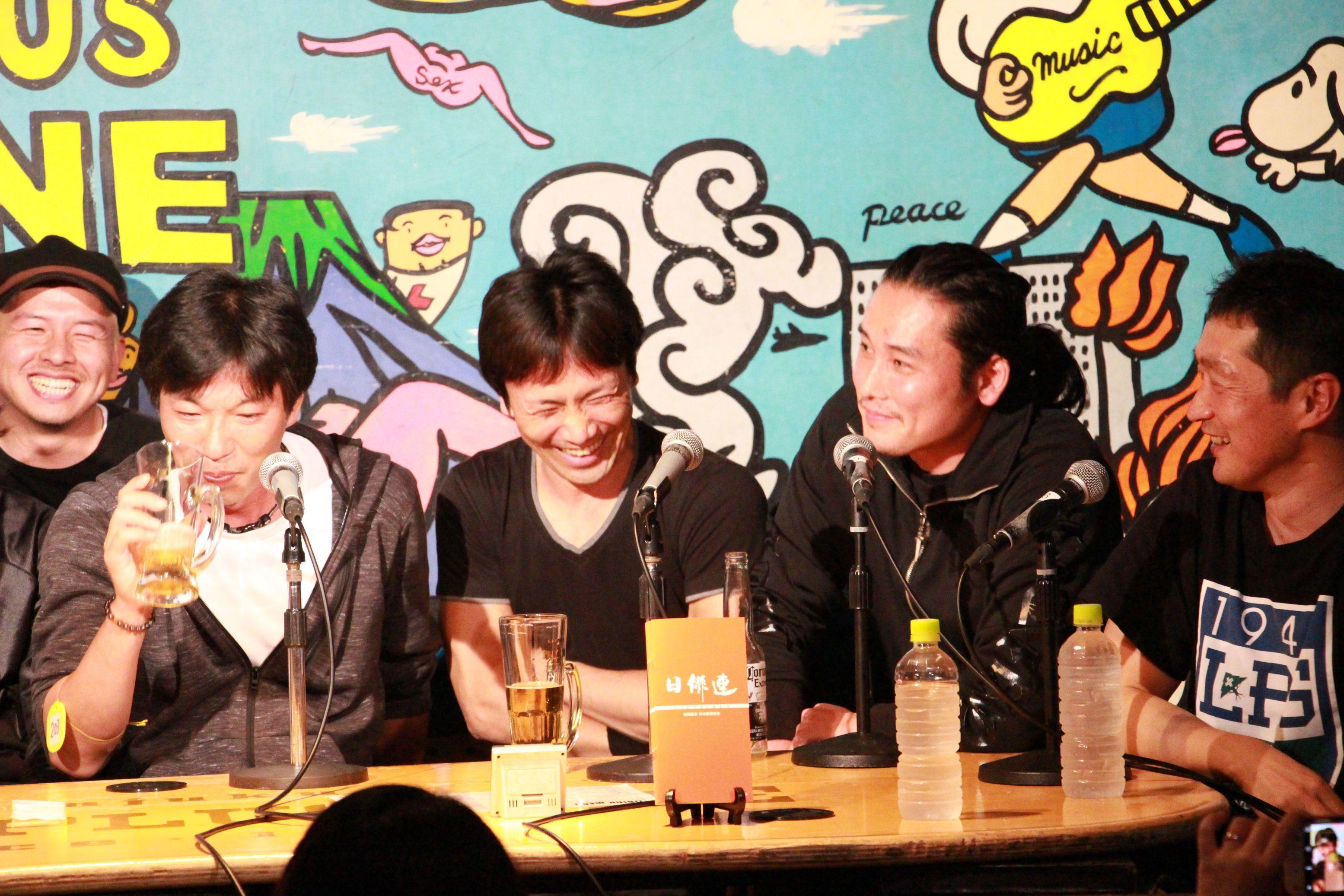 下村勇二氏と坂口拓(左から3番目と4番目)は10年以上の盟友