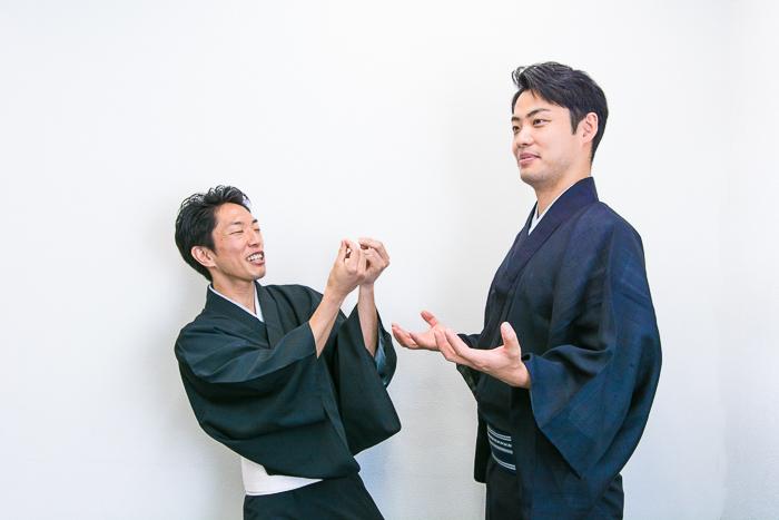 隙あらばプロレスネタをいれる秀幸。それにあわせる左太寿郎。